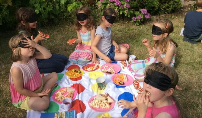 Organise a feast at school or kids party